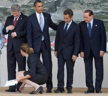 """Културните различия, забелязани на срещата на Г20 в Торонто ... Канадските: Погълнати в себе си и откъснати от реалността. Американските: Делови, не желаещи да се разсейват. Френски и Италиански: """"ВИЖ ТОЗИ ЗАДНИК!"""""""