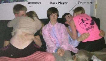Барабанист, басист, барабанист