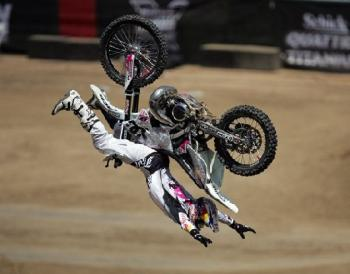 Скок с трикове