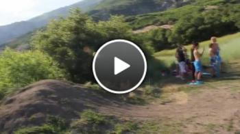 Брутално пребиване с колело - горката жена