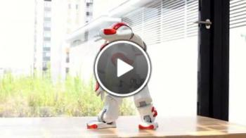 Робот танцува различни стилове музика
