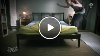 Как блондинките си застилат леглото