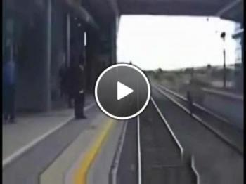 На косъм от това да те смаже влака