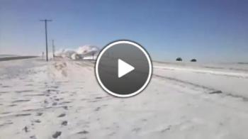 Чистене на линии от снежни преспи в Канада