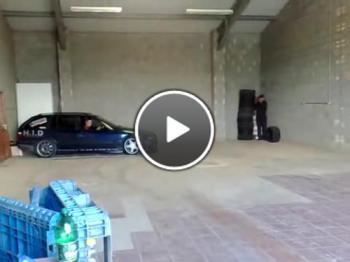 Дрифт в тесен склад със BMW
